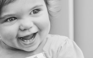Même pendant les poussées dentaires, continuez à donner des aliments bio à bébé